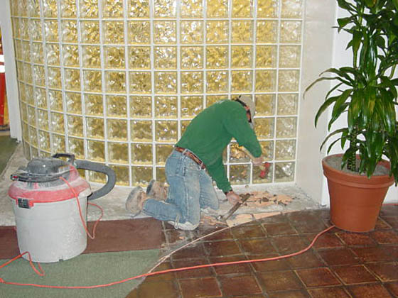 2002-07-26_ediberto cutting tile.jpg