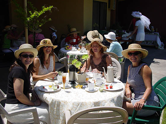 2005-06-13_teaparty laura table.jpg